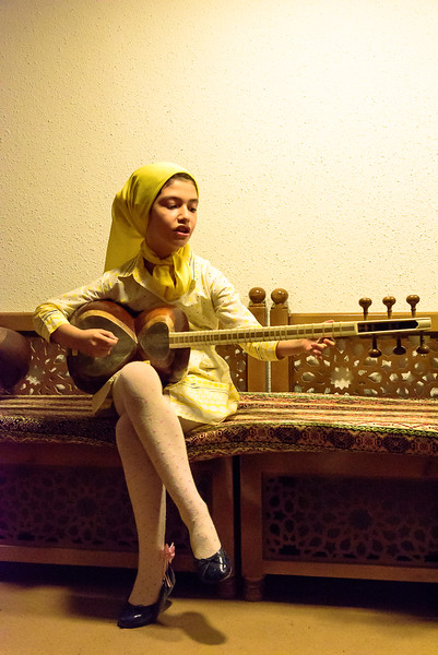 Zarah sings and plays  the tar (traditional Iranian music) , music school Isfahan