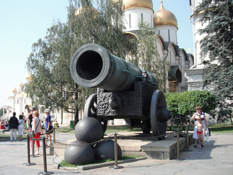 Kremlin attractions: the cannon and ...