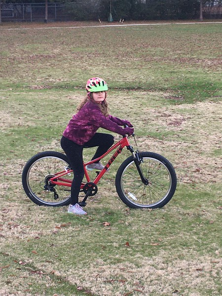 2019-12-18 - Elise on bike.JPG