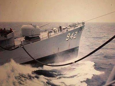 USS BIGELOW refueling at sea (002).jpg