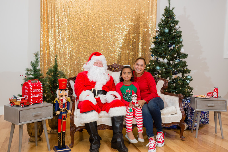 FADS Picture with Santa-273.jpg