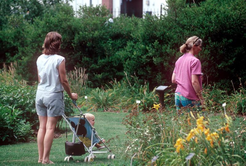 1990-08 Chris, Katie Roberts & Daughter.jpg