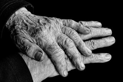 Hände, die Geschichten erzählen.