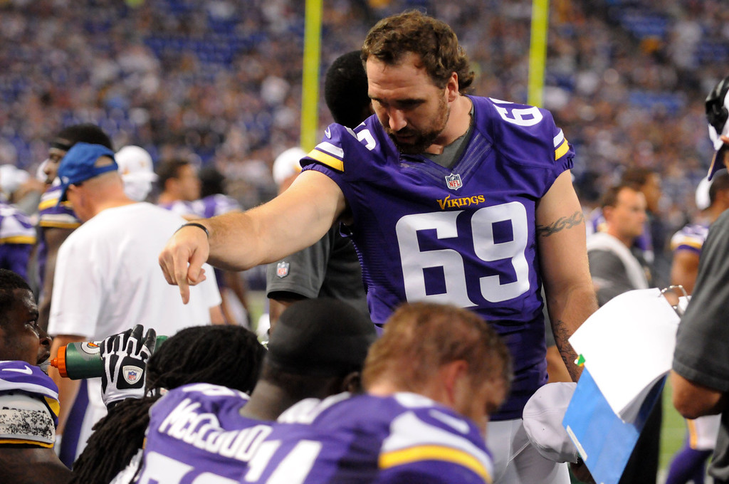 . Vikings defense end Jared Allen talks to teammates just in from the field during the fourth quarter against the Titans.  (Pioneer Press: Sherri LaRose-Chiglo)