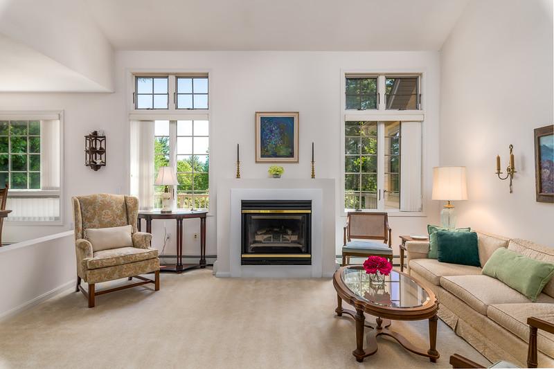 18-Living Room 2.jpg