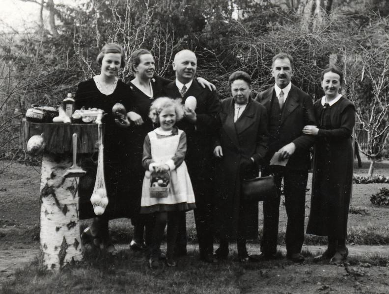 1934 Ostern - Halle an der Saale - (Christel - Lotte Methner - Mädchen? - Kurt Methner - ? Karl + Anneliese Volhard)
