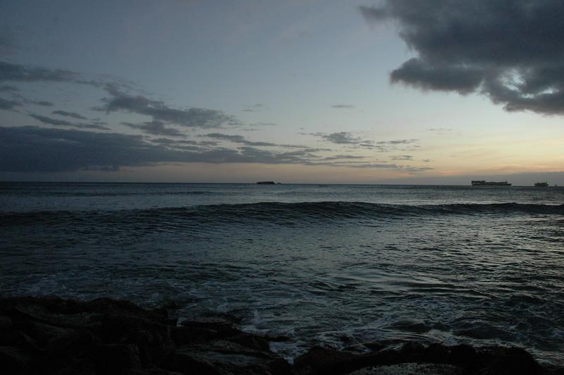 Hawaii - Ala Moana Beach Sunset-138.JPG