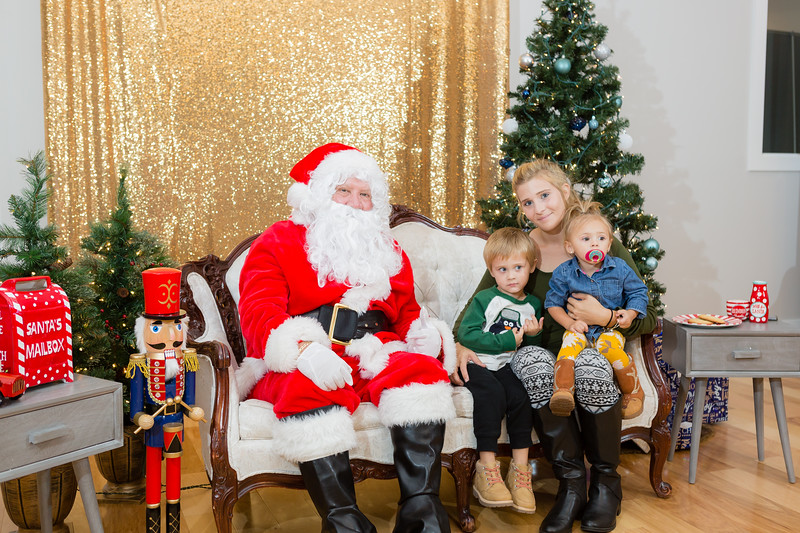 FADS Picture with Santa-345.jpg