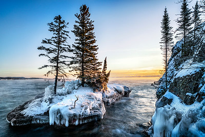 Sunrise-on-Lake-Superior-Island