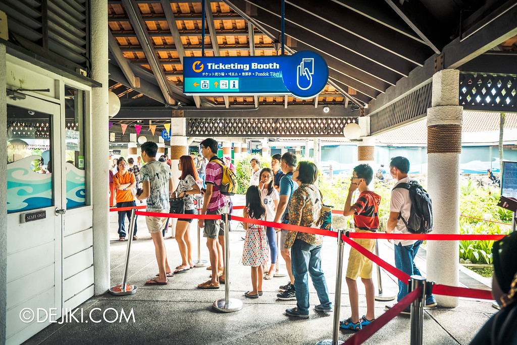 Underwater World Singapore - Queue for tickets