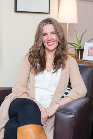 Dr. Laura Kasper