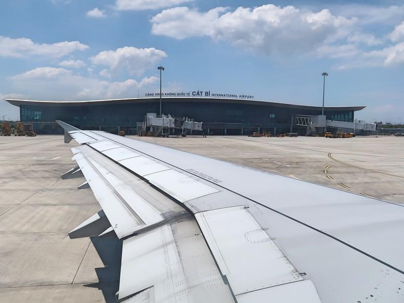 IMG_9111-cat-bi-international-airport.jpg