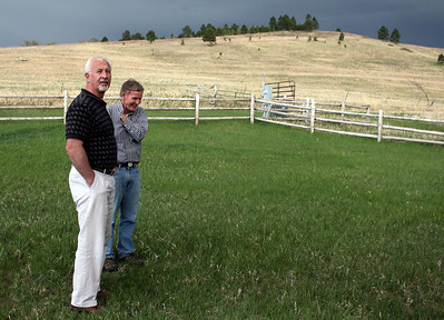 Jim Alcorn (left) and Rand Williams in conversation on the front lawn of the Anderson house.            Return to   Spearfish Area Historical Society or continue below for more photos from earlier society programs.