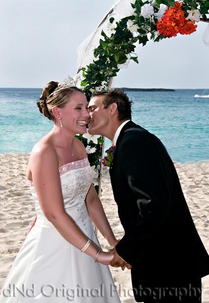 028 Wedding & Dinner - Ceremony (kiss).jpg