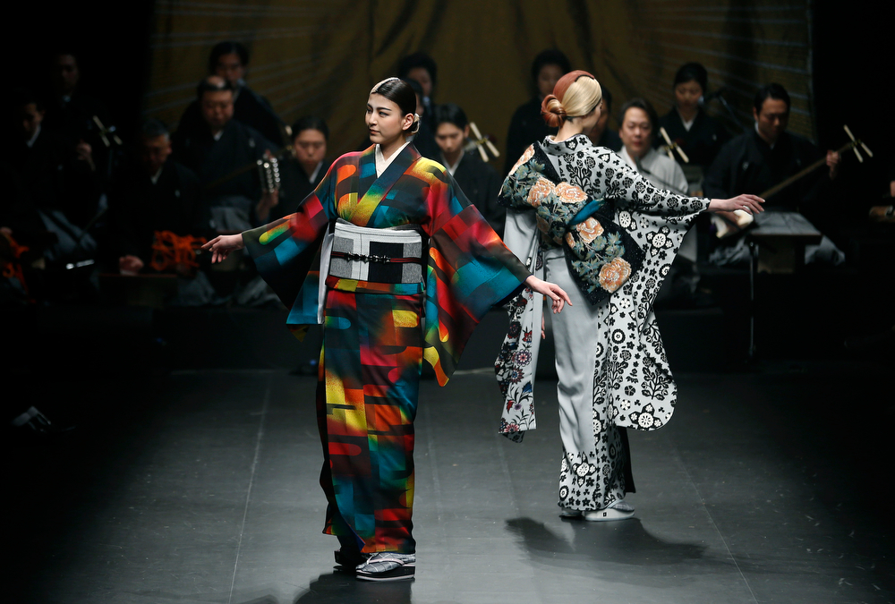 . Models display creations from Japanese designer Jotaro Saito\'s 2014-2015 Autumn/Winter collection during Tokyo Fashion Week in Tokyo, Wednesday, March 19, 2014. (AP Photo/Shizuo Kambayashi)
