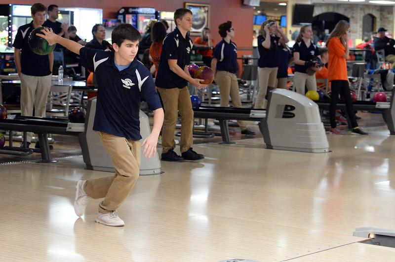 boys_bowling_9792.jpg