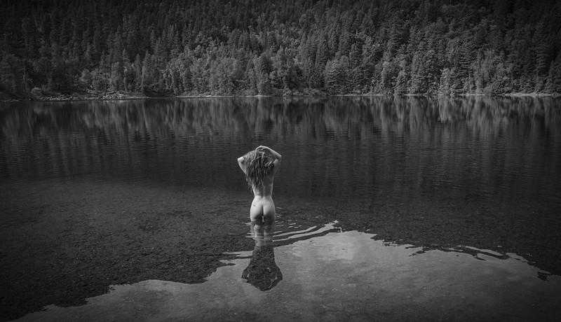 Larissa-Mountain Lake-8463.jpg