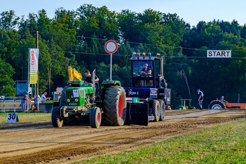 Tractor Pulling 2015-1947.jpg