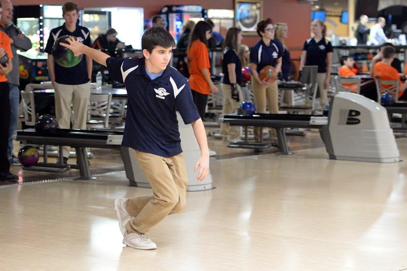 boys_bowling_9812.jpg