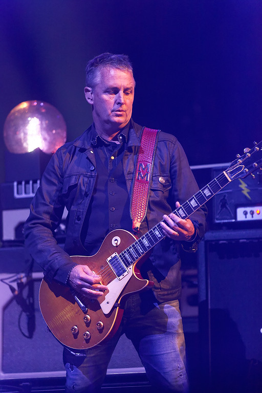 . Mike McCready of Pearl Jam at Joe Louis Arena in Detroit Oct. 16, 2014. Photo by Ken Settle