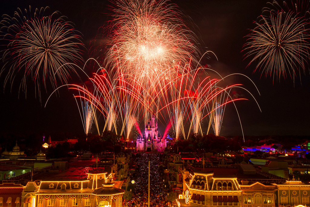 Celebrate 4th of July at Walt Disney World with Fireworks and Dancing!
