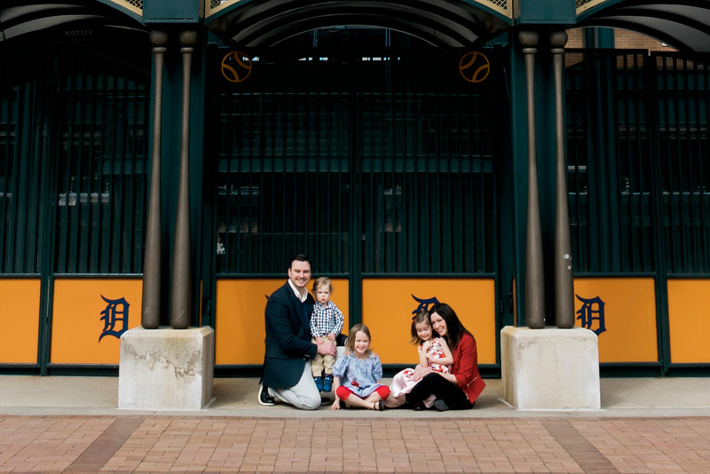 downtown-detroit-family-session-intrigue-photography-2-cropped.jpg