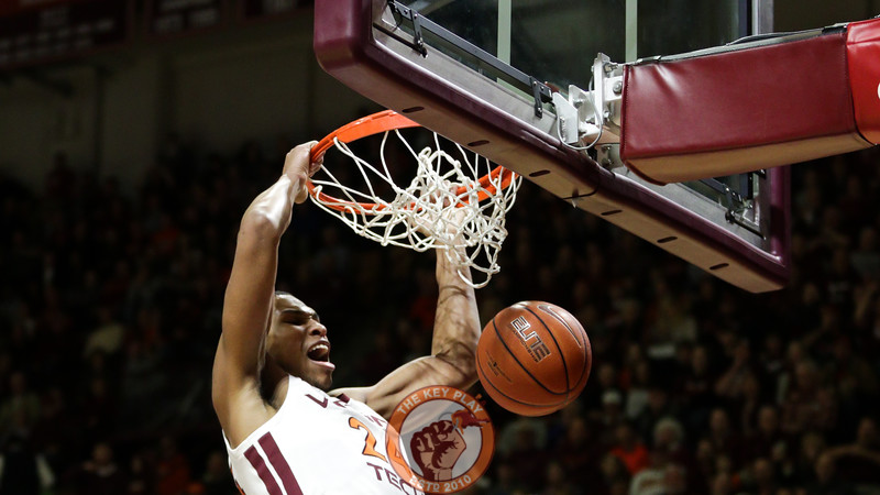 Kerry Blackshear Jr. dunks the ball after an open pass. (Mark Umansky/TheKeyPlay.com)
