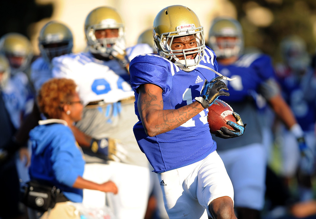 . Kenneth Walker carries the ball during spring practice Monday April 7, 2014 at UCLA.(Andy Holzman/Los Angeles Daily News)