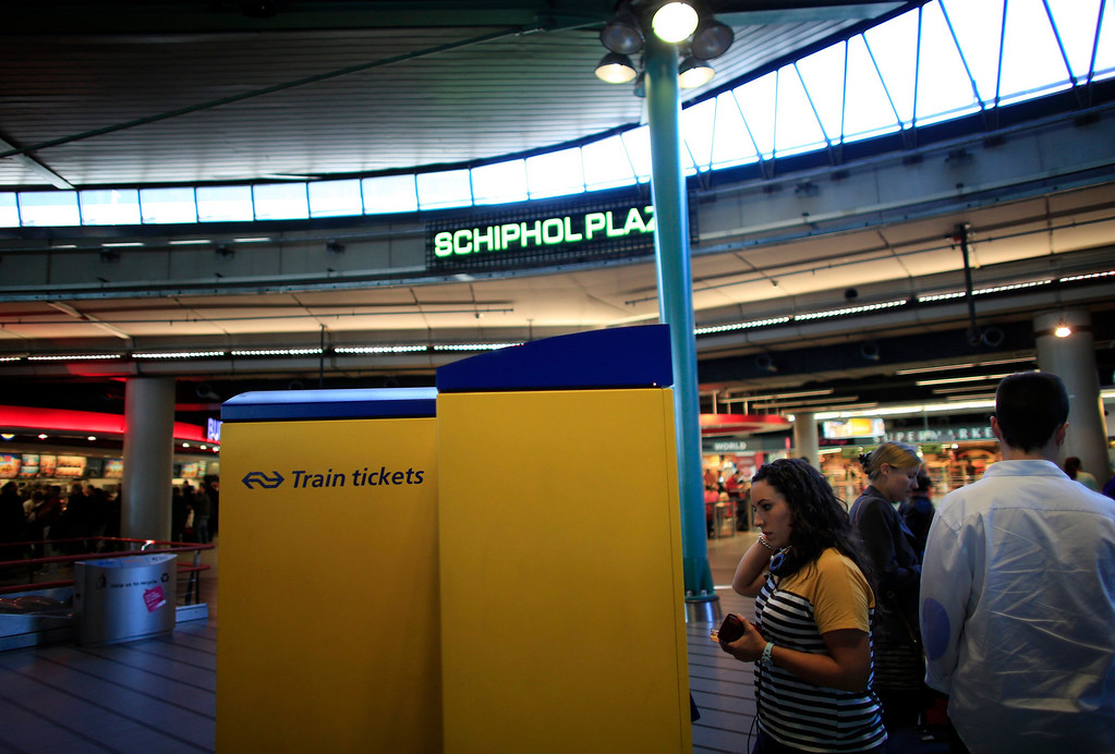 . Spanish nurse Maria Teresa Marin, 23, buys a train ticket to The Hague at the Schiphol train station in Amsterdam, June 4, 2013. After months of studying Dutch, a group of young Spanish nurses moved to the Netherlands to take up work, fleeing a dismal job market at home. Spain\'s population dropped last year for the first time on record as young professionals and immigrants who moved here during a construction boom head for greener pastures. Spain\'s jobless rate is 27 percent, and more than half of young workers are unemployed. For Spanish nurses, the Netherlands\' nursing deficit is a boon. Picture taken June 4, 2013.  REUTERS/Marcelo del Pozo