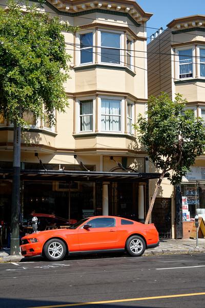 Une Mustang dans Haight Street