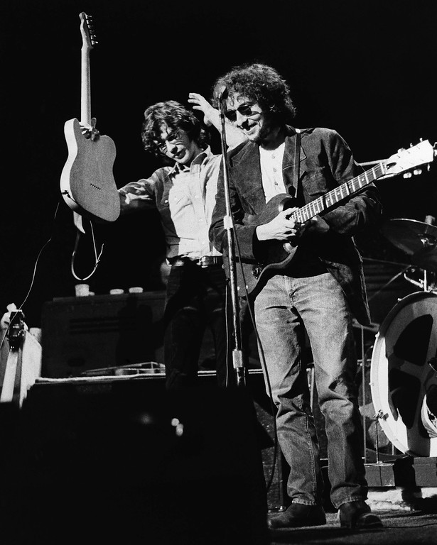 """. Singer Bob Dylan, right, was among those who helped to welcome in the new year showing up in a surprise appearance at a New Year\'s Eve concert in New York, Jan. 1, 1972. Dylan played with his former accompanying folk group, """"The Band,"""" at left is musician Robbie Robertson. (AP Photo)"""