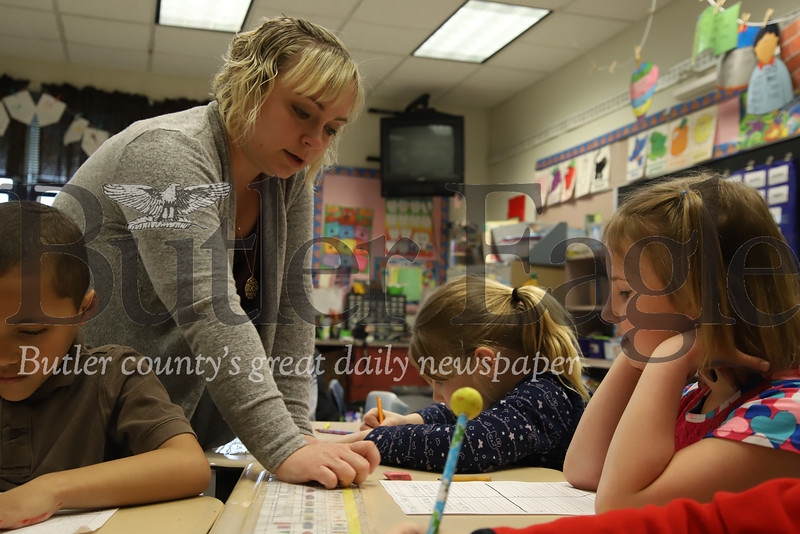 McQuistion Elementary teacher Rene Ruffner  works with Maddalyn MConahy (right) and Emilie Picard (center). Seb Foltz/Butler Eagle