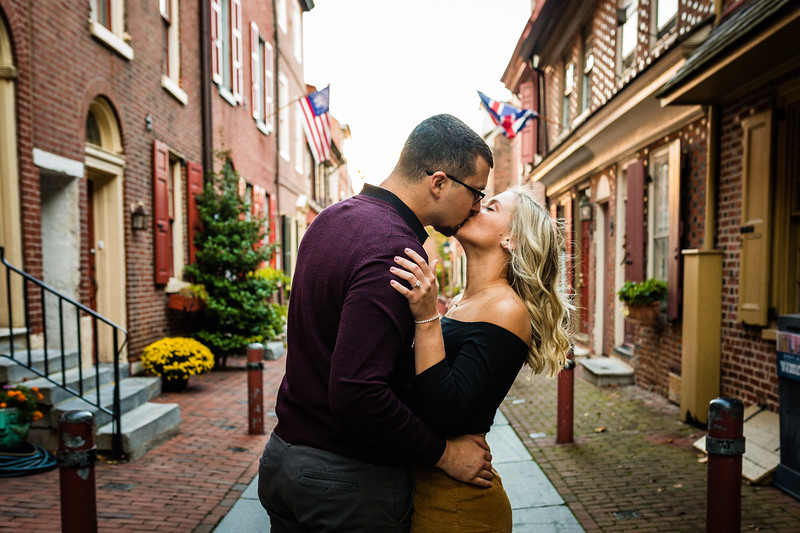 MICHELLE AND NICK - OLD CITY ENGAGEMENT SESSION - 14.jpg