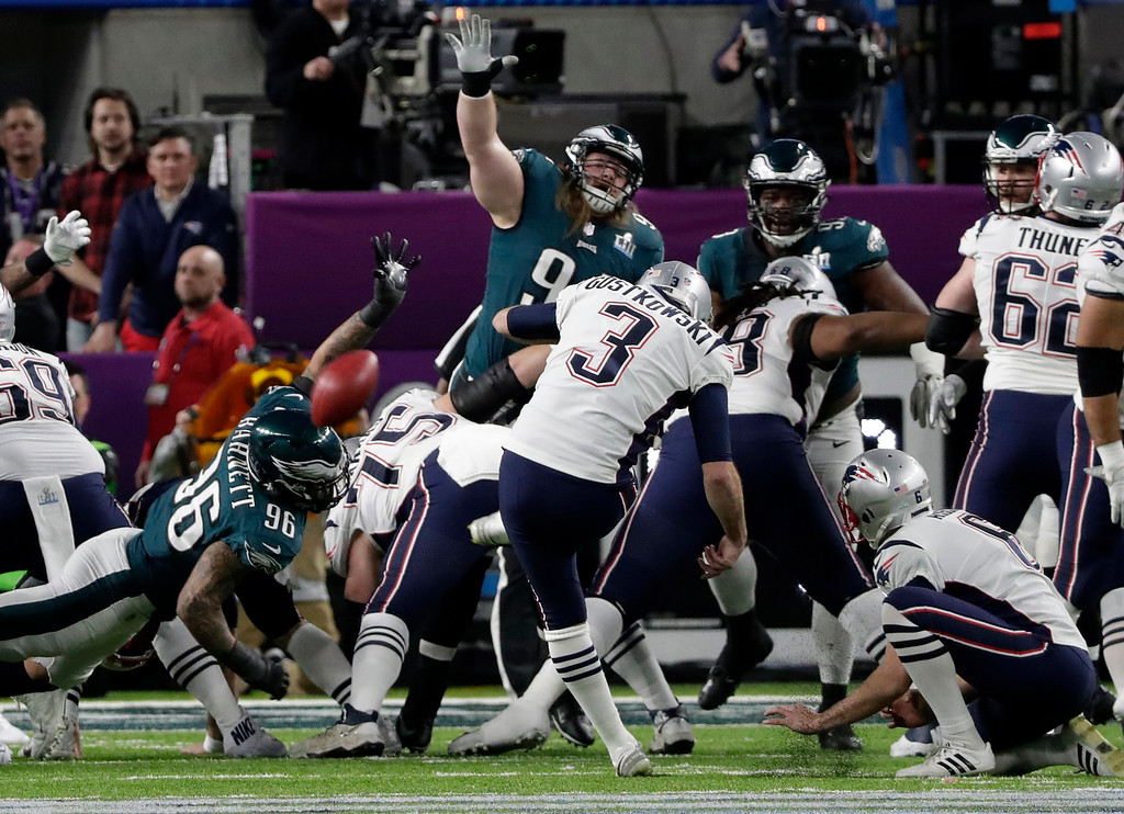 . New England Patriots kicker Stephen Gostkowski (3), misses a field goal during the first half of the NFL Super Bowl 52 , Sunday, Feb. 4, 2018, in Minneapolis. (AP Photo/Tony Gutierrez)