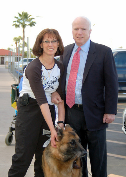 Sen McCain PVAHCS Visit 5-1-2010 5-31-57 PM.JPG