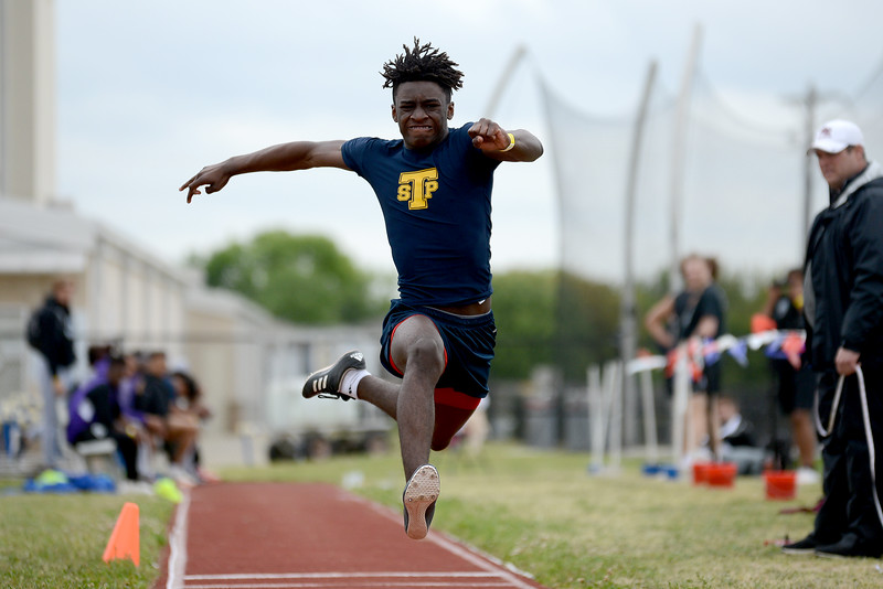 HS-Track-13-6A-District-Championships_012.jpg