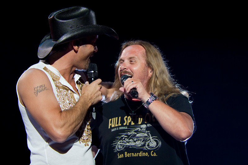 "Tim McGraw & Johnny Van Zant performing ""Sweet Home Alabama"" - May 6, 2010 in Jacksonville, FL"