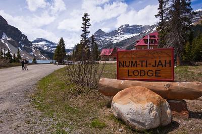 Bow Lake Num-Ti-Jah Lodge