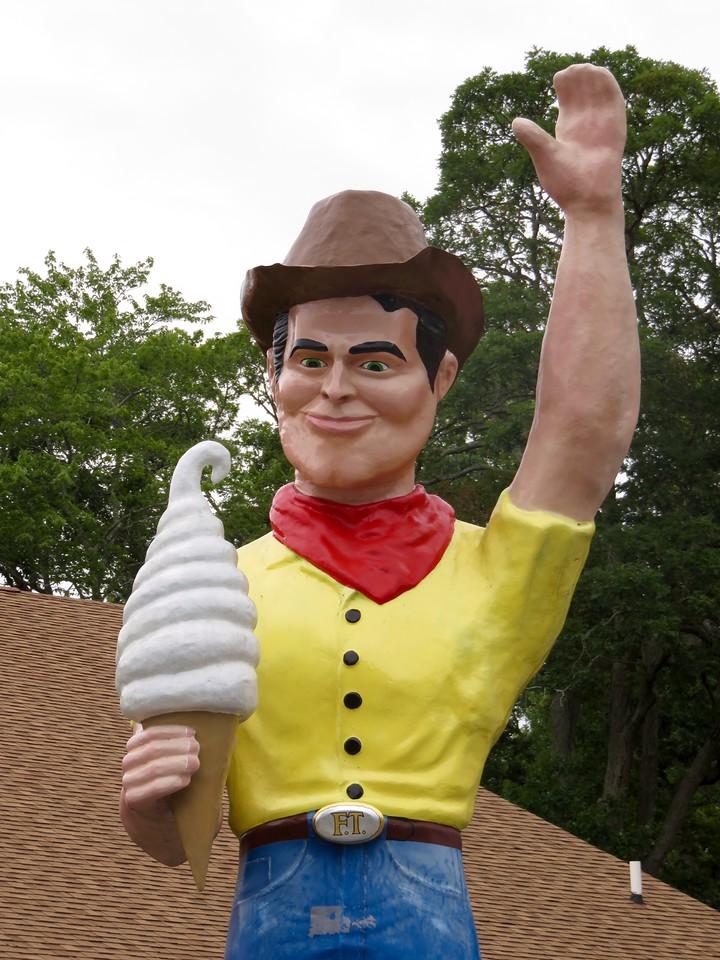 berlin maryland mark cline muffler man cowboy with ice cream