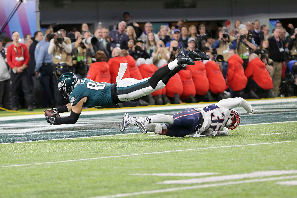 . Philadelphia Eagles tight end Zach Ertz reaches across the goal line for a second half touchdown against the New England Patriots in Super Bowl 52 on Sunday, February 4, 2018 in Minneapolis. (AP Photo/Gregory Payan)