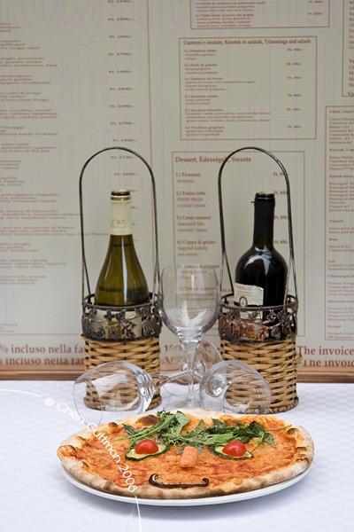 Live invitation at one of Vaci Utca's restaurants.
