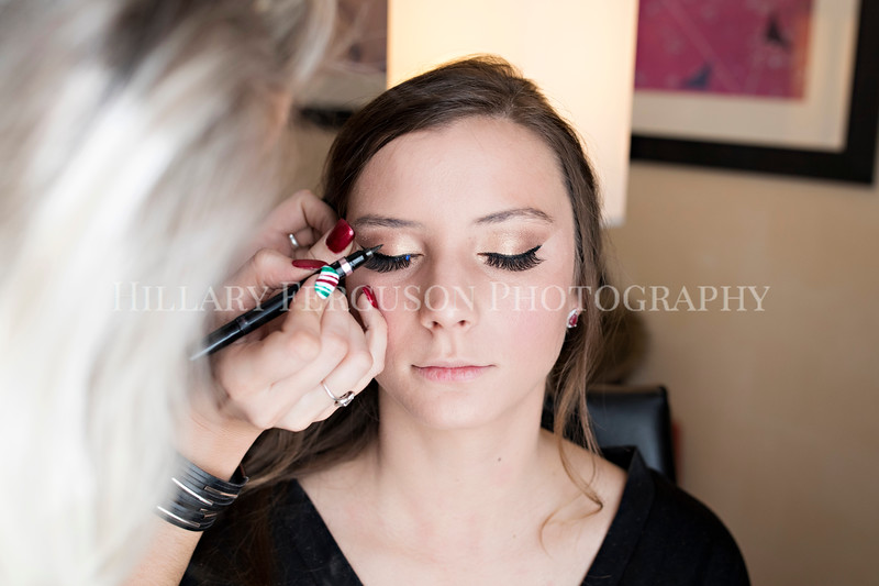 Hillary_Ferguson_Photography_Melinda+Derek_Getting_Ready038.jpg