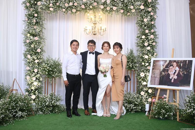 Vy-Cuong-wedding-instant-print-photo-booth-in-Bien-Hoa-Chup-hinh-lay-lien-Tiec-cuoi-tai-Bien-Hoa-WefieBox-Photobooth-Vietnam-093.jpg