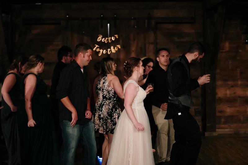 rustic_ohio__fall_barn_wedding-483.jpg