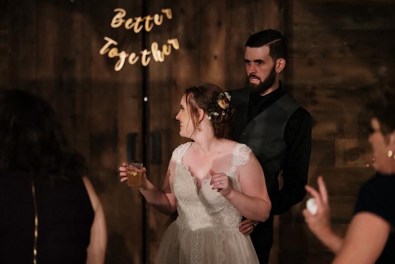rustic_ohio__fall_barn_wedding-476.jpg