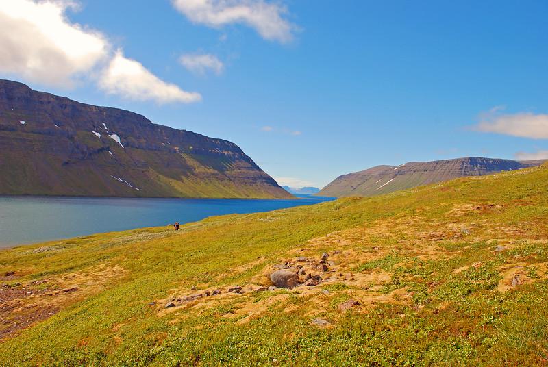 Horft út Veiðileysufjörðinn og Jökulfirðina yfir að Bolungarvík.