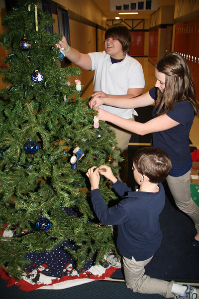 TMS Art Class Decorating Christmas Tree, Middle School, Tamaqua (11-30-2011)