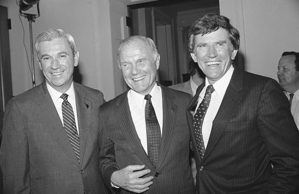 . Three of the announced 1984 Democratic Presidential candidates, former Gov. Rubin Askew of Florida, left, Sen. John Glenn of Ohio, center, and Sen. Gary Hart of Colorado gathered to attend a fundraiser for the Democratic Party, Tuesday, May 10, 1983, Springfield, Ill. (AP Photo)