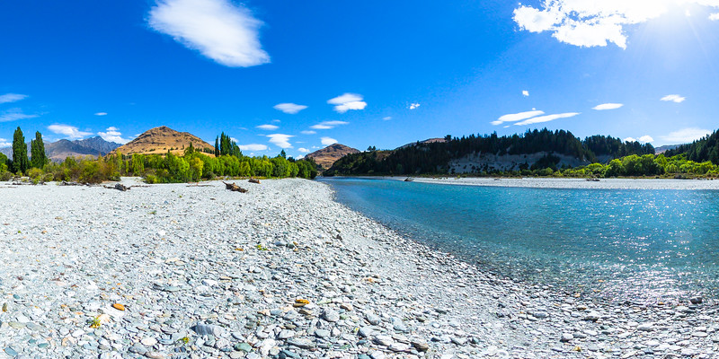 Spectacular scenery at the Shotover riverbanks - Queenstown Lakes District