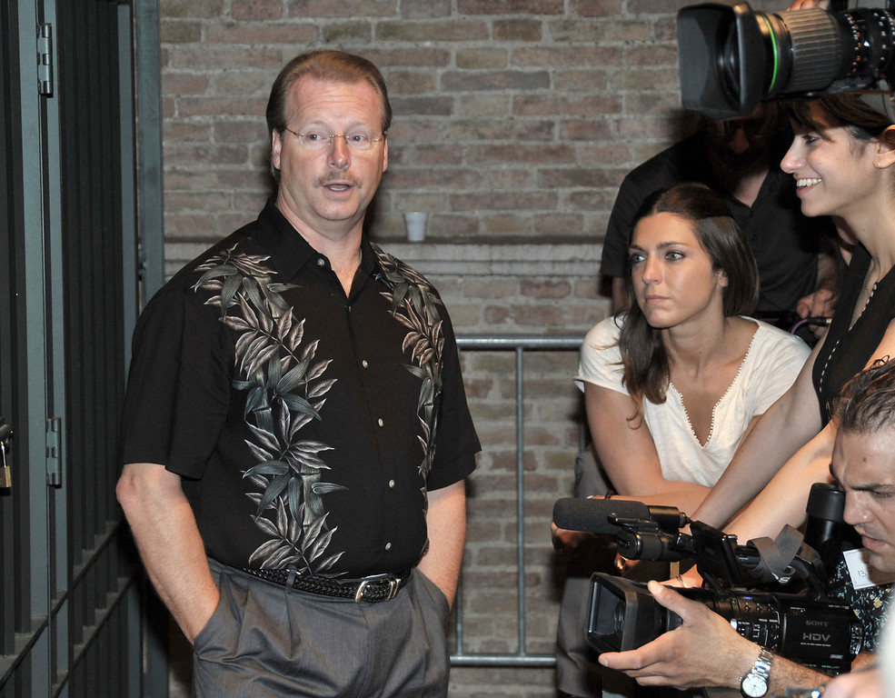 . Curt Knox, father of US murder suspect Amanda Knox, talks to media before the start of a hearing in the Meredith Kercher murder trial, in Perugia, Italy, Saturday, June 13, 2009.  (AP Photo/Stefano Medici)